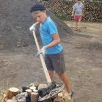 C'est Maximilien, 10 ans, qui a procédé à l'allumage de la meule.